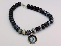 black-and-white-Dentritic-necklace